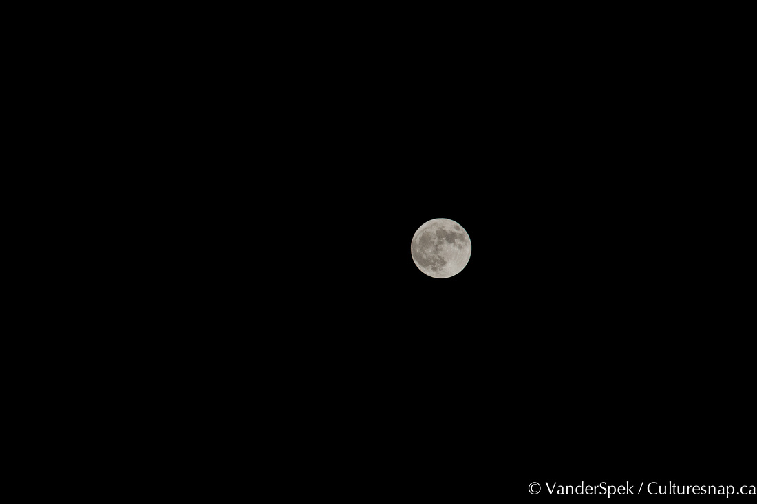 Lunar Perigee (uncropped) - May 7, 2012 - Toronto, ON, Canada